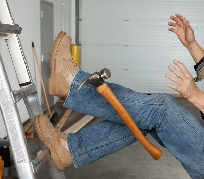 Settlement amount for Wisconsin contractor injured after falling off a ladder in a client's garage